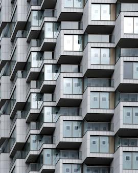 Colpo del primo piano del moderno edificio di appartamenti residenziali