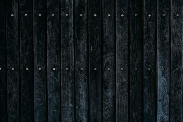 Крупным планом выстрел из черной деревянной поверхности