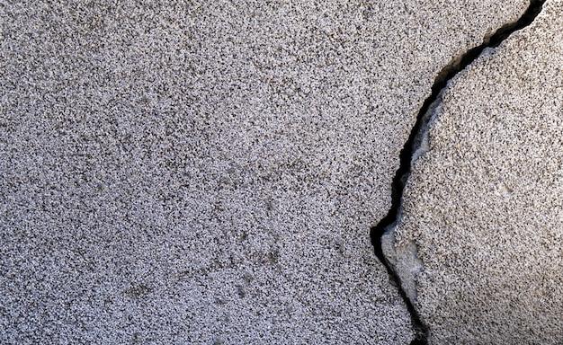 コンクリートの壁の亀裂のクローズアップショット