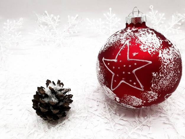 멋진 크리스마스 트리 장식의 근접 촬영 샷