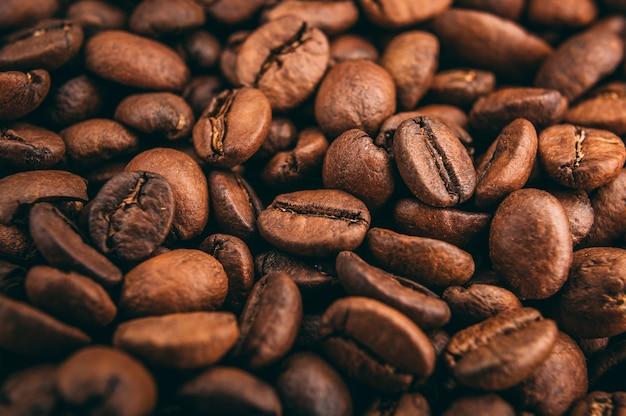 焙煎したコーヒー豆のクローズアップショット