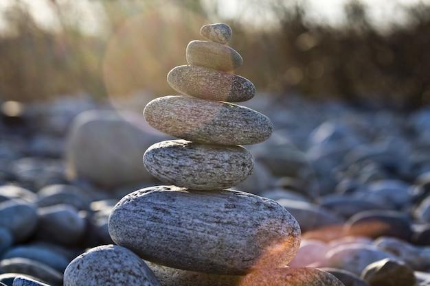 서로 균형 바위의 근접 촬영 샷