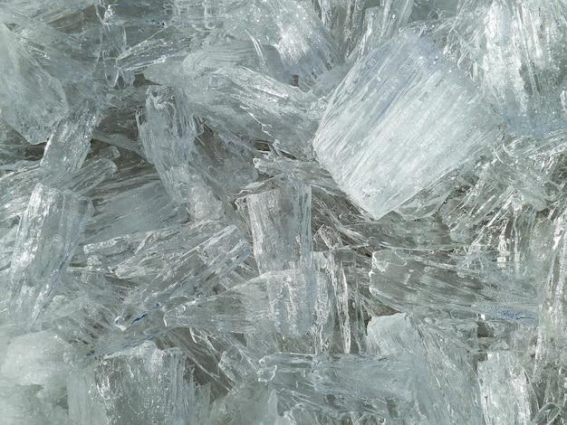 テクスチャーのある白い氷のクリスタのクローズアップショット