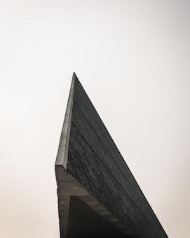 近代建築の端のクローズアップショット