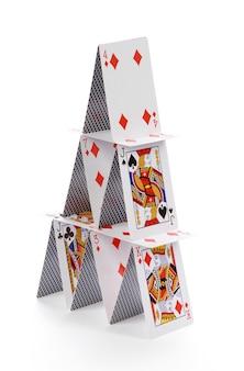 Primo piano di una casa di carte a tre piani isolata su un muro bianco