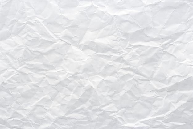 Крупным планом к белой стене текстуры мятой бумаги, аннотация