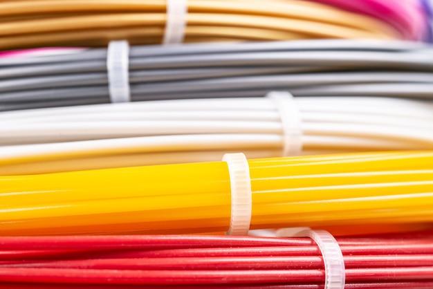 3d 인쇄 펜용 필라멘트 플라스틱용 압연 와이어의 근접 촬영 보기