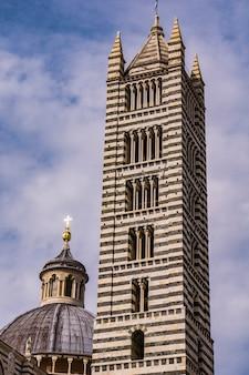 이탈리아의 시에나 대성당의 근접 촬영보기
