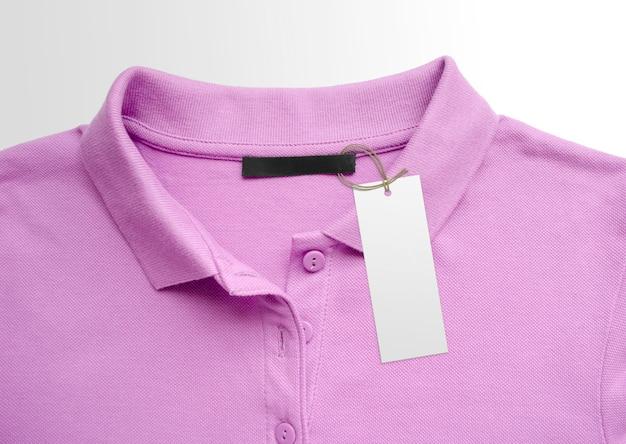 Бирка ярлыка одежды на предпосылке ткани. макет шаблона брендинга