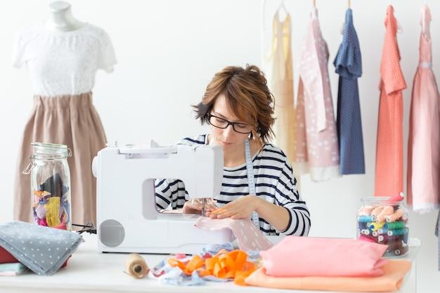 服飾デザイナー、針子、人々のコンセプト-服飾デザイナーの仕事