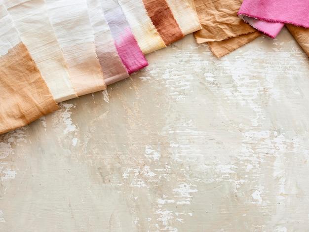 さまざまな天然顔料で作られた布