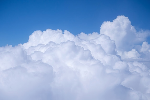 Облако и голубое небо