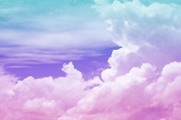 파스텔 색상의 배경이 있는 구름과 하늘