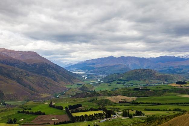 Облачный пейзаж южного острова новой зеландии