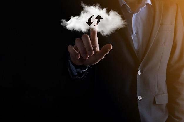 Облачные технологии. полигональный каркасный знак облачного хранилища с двумя стрелками вверх и вниз на темноте. облачные вычисления, большой центр обработки данных, инфраструктура будущего, концепция цифрового искусственного интеллекта. символ виртуального хостинга