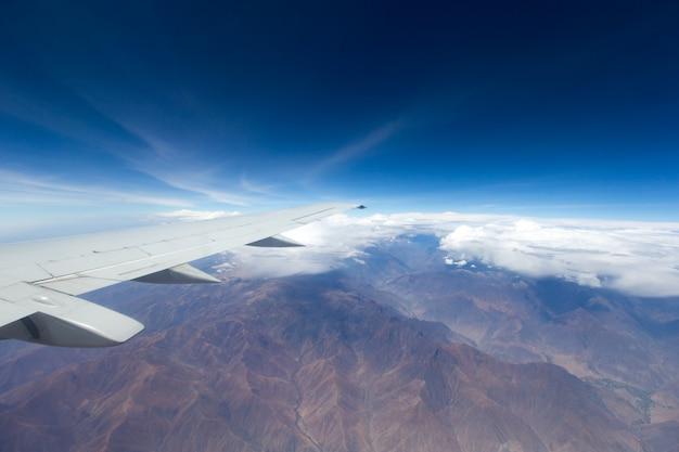 구름, 비행기 창에서 볼 수 있습니다.