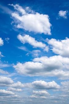 푸른 하늘에 구름