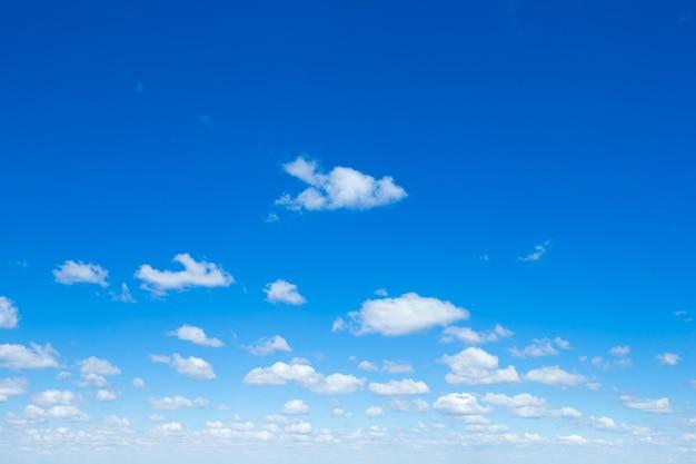 青い空の雲
