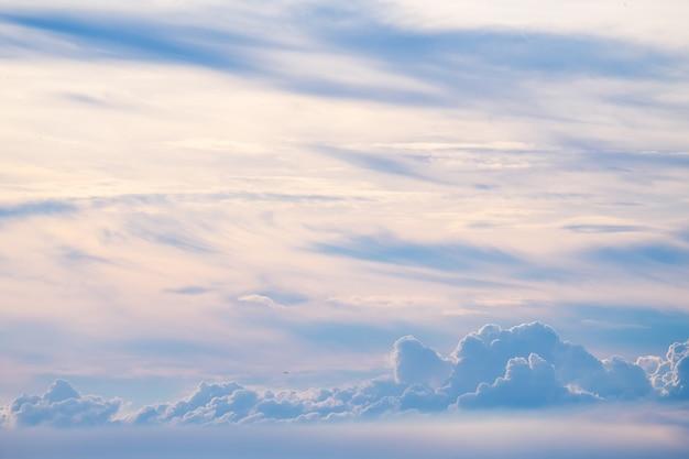 태국에서 저녁 하늘에 구름