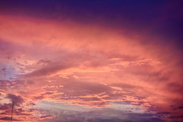 핑크 색상, 일몰 또는 일출의 하늘에 구름