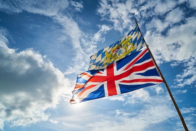 구름 영국 야외 흔들며 푸른 하늘