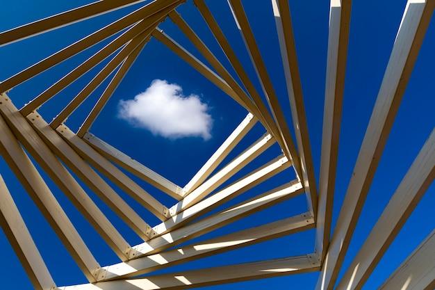나무 상자 안에 추상적 인 형태와 구름, 구름과 추상적 인 개념