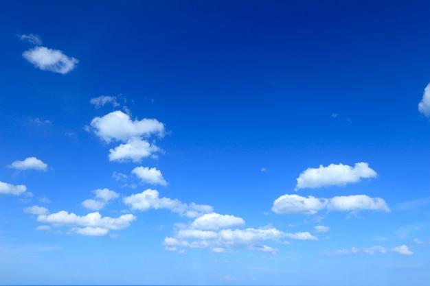 Cloudscapeと青空の背景