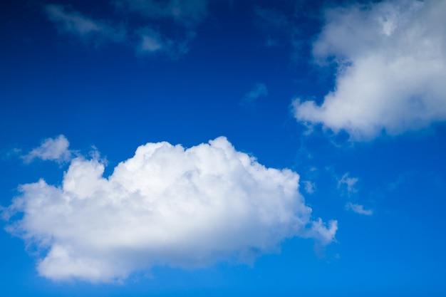 Cloudscape。青い空と白い雲