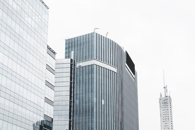 白い空cloudscapeの建物