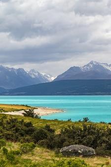 뉴질랜드 남섬 푸 카키 호수의 흐린 날