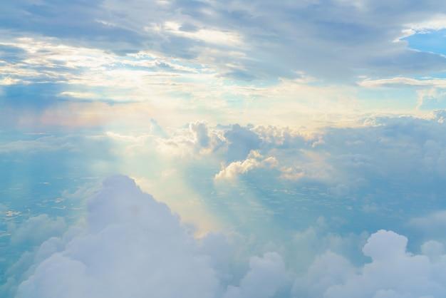 Облачный пейзаж кучевые облака сценический