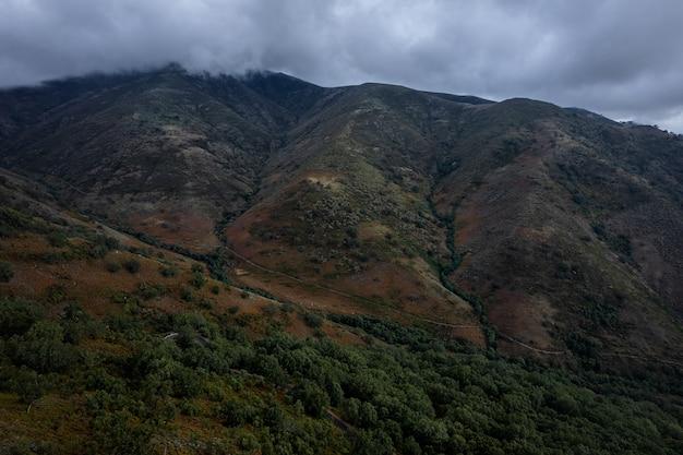 푸에르토 데 온두라스 extremadura 스페인의 흐린 풍경