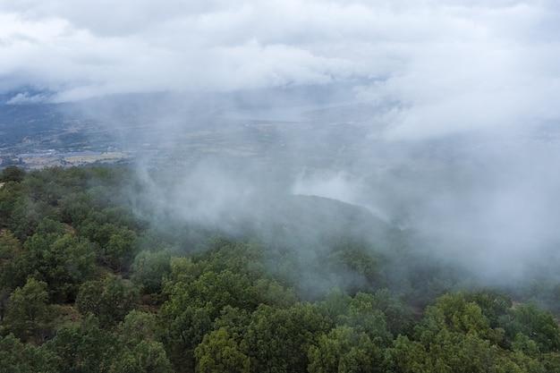 Valle del ambroz extremadura spain의 흐린 풍경