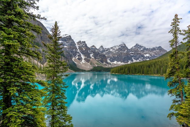 Cloudy morning in moraine lake