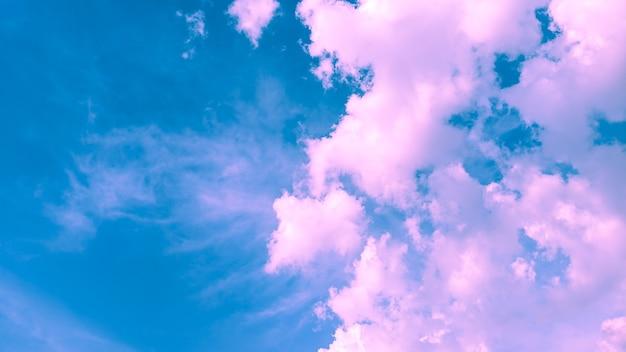 Облачно розовый и синий цвет фона