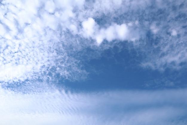 Clound и голубое небо.