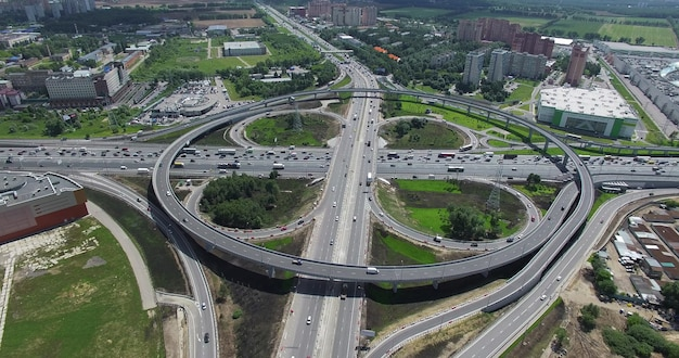 円形陸橋空中写真とクローバー型交差点