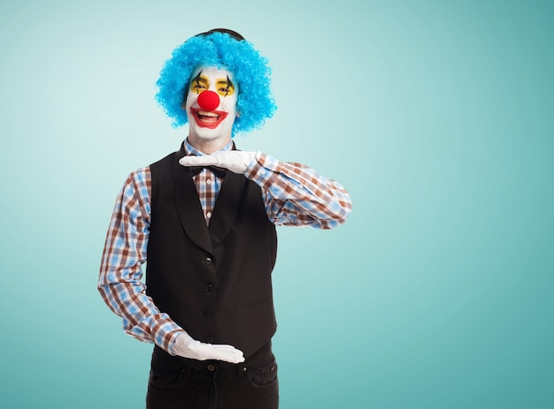 Clown making a measure with his hands