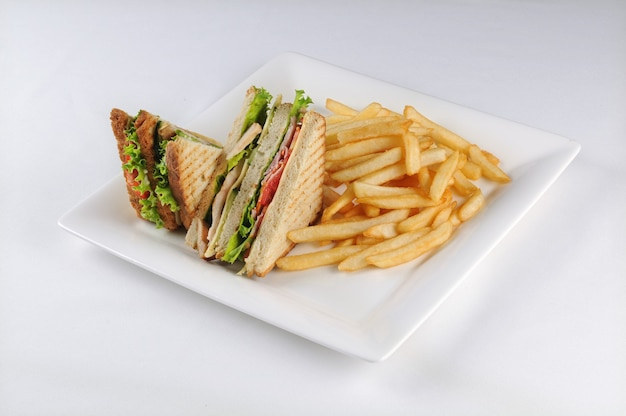 Клаб сэндвич и картофель фри