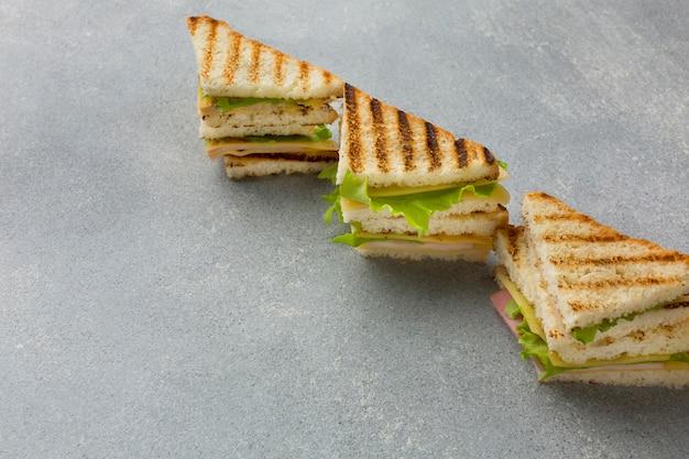Fine di disposizione del panino di club in su