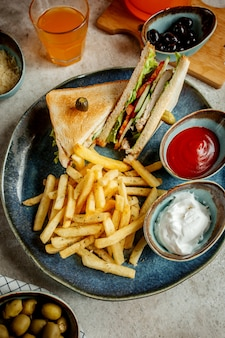Club sandwich with potatoes