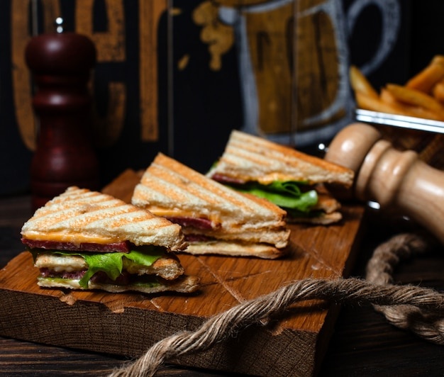 Club sandwich with smoked sausage