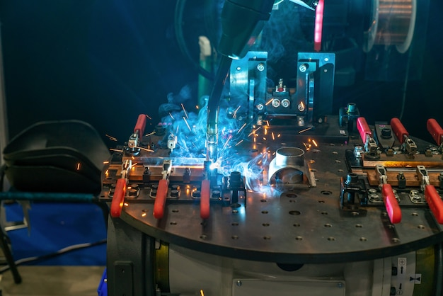 工業用金属工作機械のロボットアーム、cnc金属加工機械