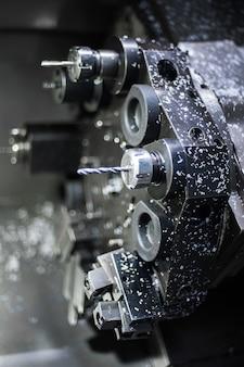 金属棒を掘削するcnc旋盤機械または旋盤機械