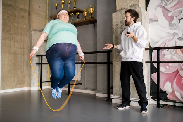 Coach training obese woman