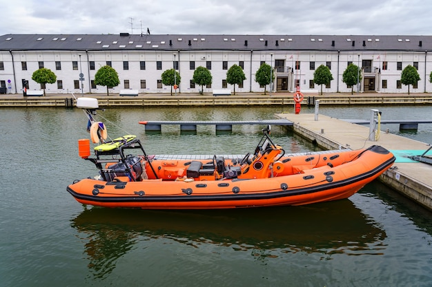 沿岸警備隊の膨脹可能な海の救助艇。
