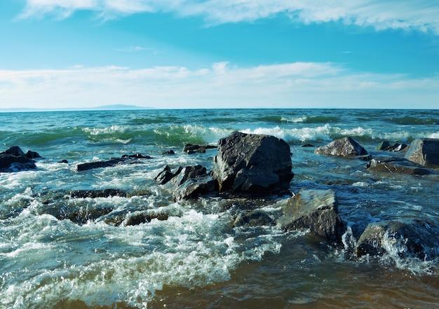바이칼 호수의 해안입니다. 그레미야친스크 마을. 러시아