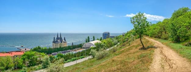 Берег одессы на курорте большой фонтан, украина