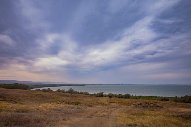 広いドナウ川の海岸
