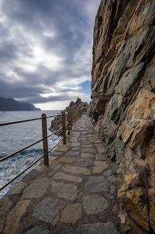 スペインのテネリフェ島の北にある海岸沿いの町ベニホ